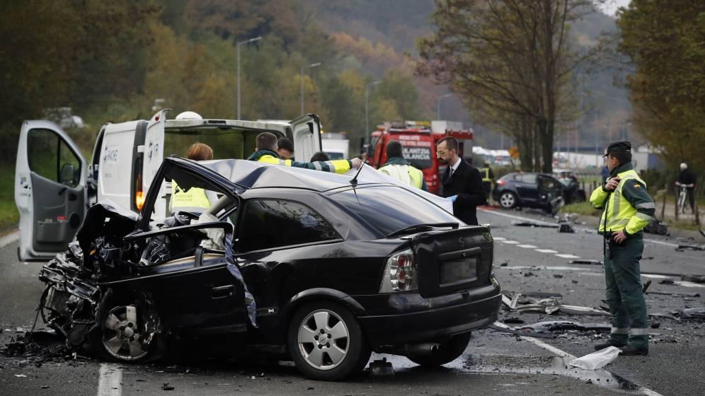 Accidente entre dos vehículos dónde una o varias personas sufren heridas
