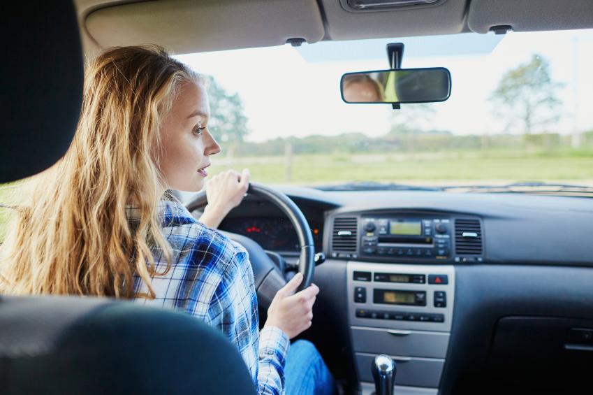 A qué edad podemos comenzar a manejar un automóvil en otros países de Latinoamérica