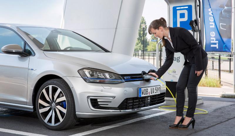 Qué tipo de vehículo comprar entre un vehículo ecológico híbrido o eléctrico