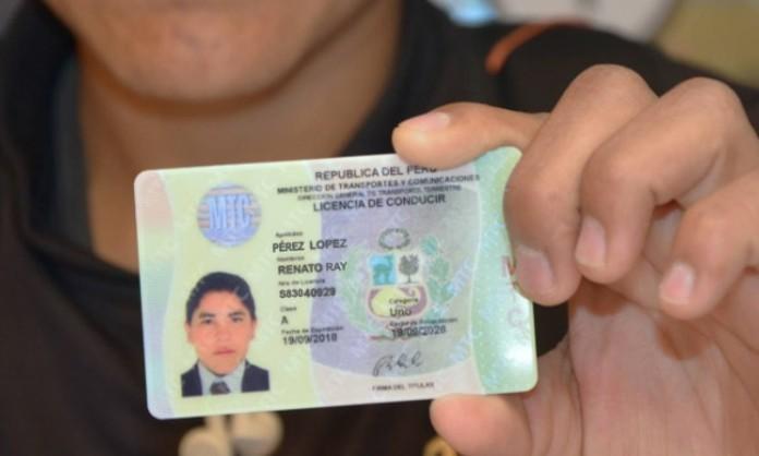 Cómo canjear una licencia profesional de Perú o España por una válida en Chile