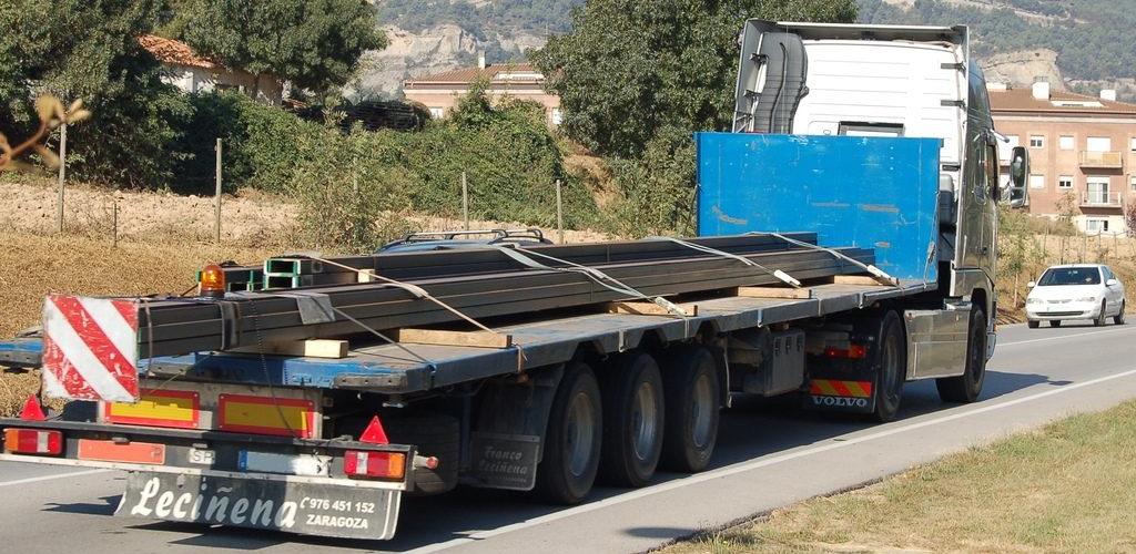 Dimensiones máximas de la carga que transporta un camión bien estibada