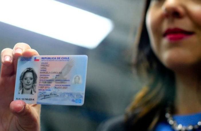 Cédula de identidad, y certificado de antecedentes y residencia para renovar licencia