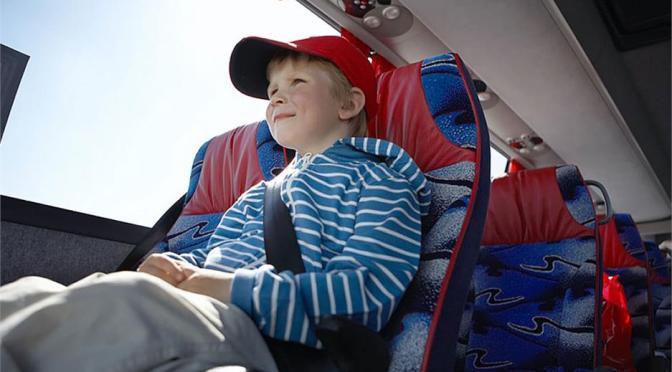 Furgón escolar cinturón seguridad niños