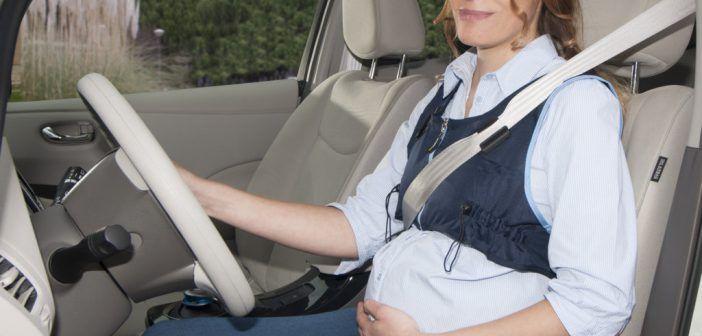 Cómo poner la banda inferior del cinturón de seguridad en embarazadas