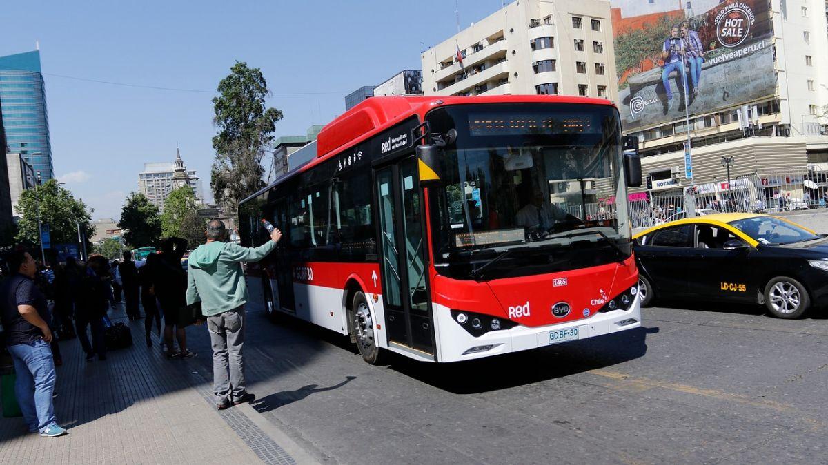 Qué obligaciones debo cumplir como pasajero o peatón si cojo un medio de transporte público