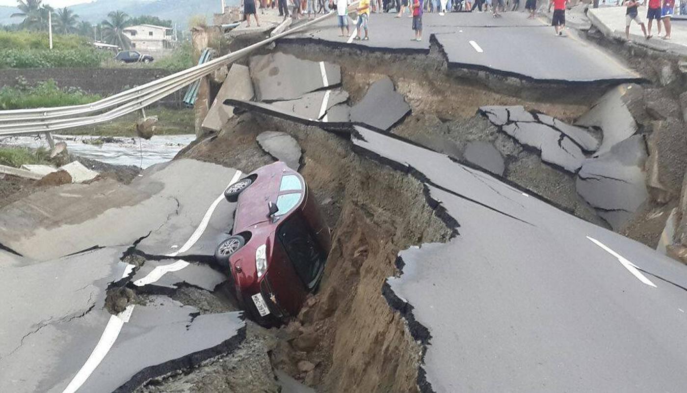 Pasos a seguir para actuar con seguridad si sufrimos un temblor al estar en el auto
