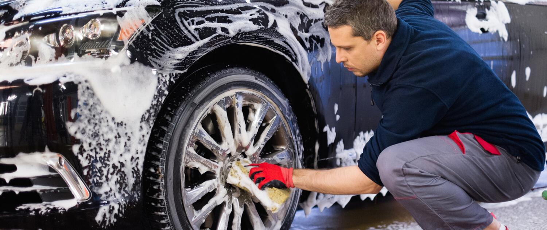 Mantenimiento del estado de la pintura exterior de un vehículo para evitar rayones