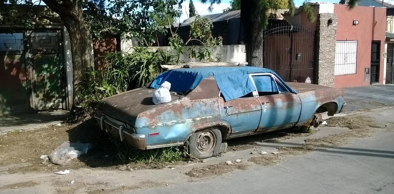 Cómo saber si un vehículo abandonado en la vía tiene un encargo por robo