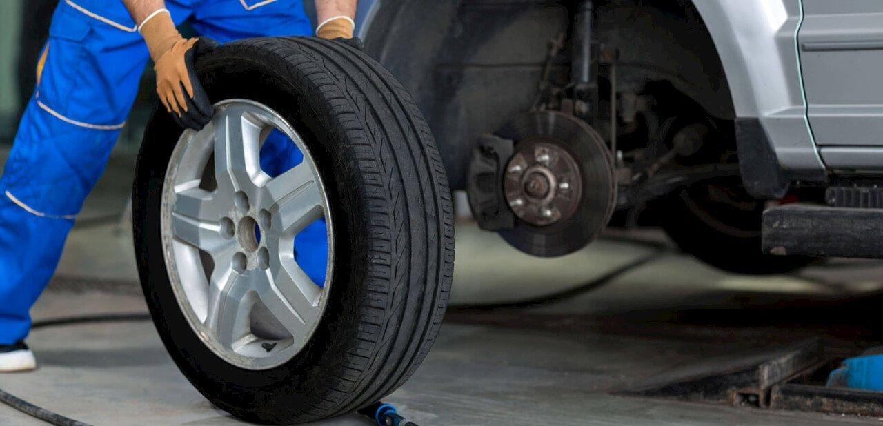 Cómo mejorar la seguridad de un vehículo realizando una rotación de los neumáticos