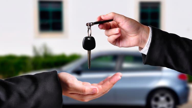 Cómo comprar auto usado desde el extranjero y realizar un intercambio de llaves