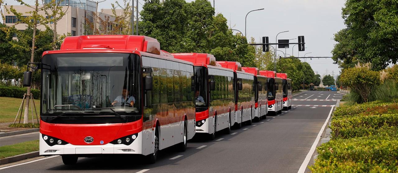 Doce corredores para micros y buses de Transantiago situados en la ciudad de Santiago
