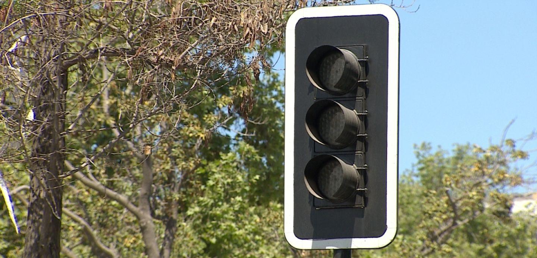 Cuál es el derecho de preferencia de paso si nos encontramos con un semáforo que no funciona