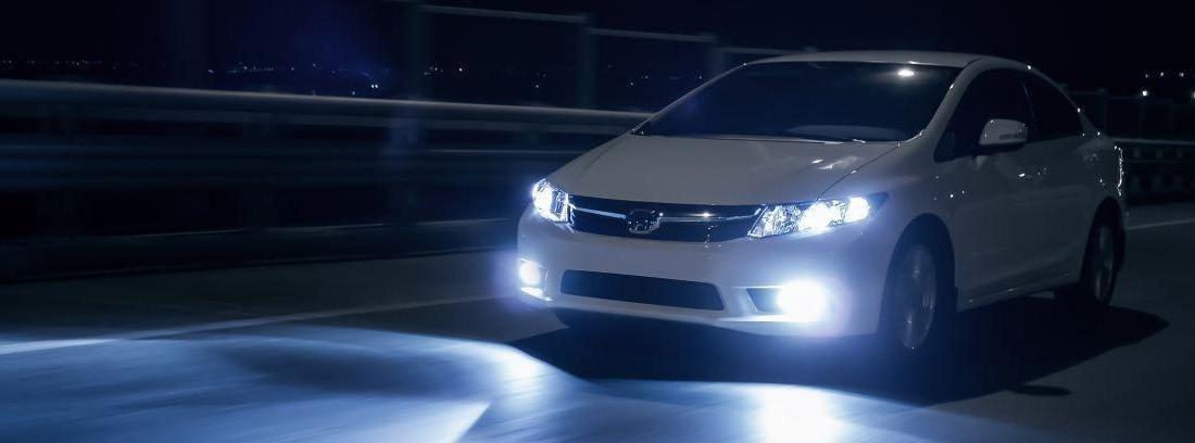 Clases de iluminación en los autos y cómo utilizarlas para ver y ser vistos correctamente