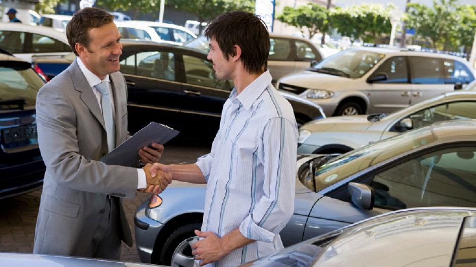 Validez de la garantía de un vehículo nuevo y derechos del comprador de un auto