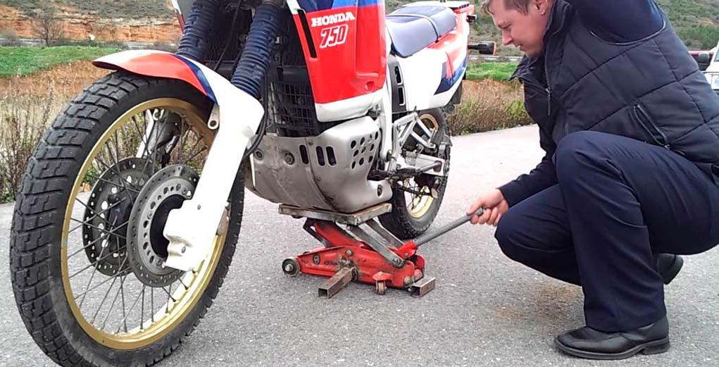 Kit básico de herramientas para arreglar una falla o avería en una motocicleta
