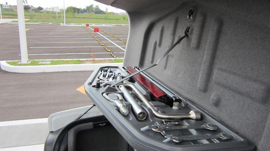 Kit de herramientas básico para la reparación de pequeñas averías en el vehículo