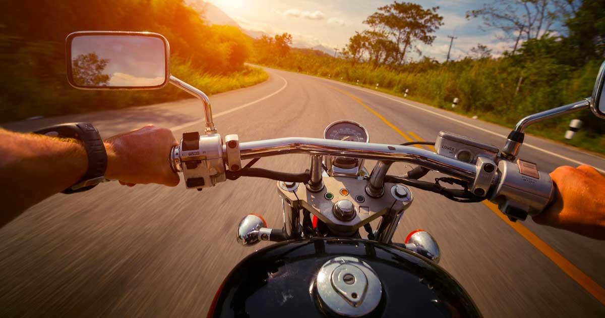 Homologación de licencias de conducir de motos: documentación y exámenes a realizar