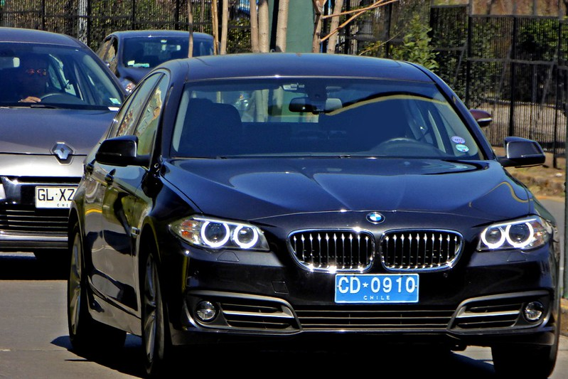 Licencia de conducción para agentes diplomáticos en misión consular en Chile