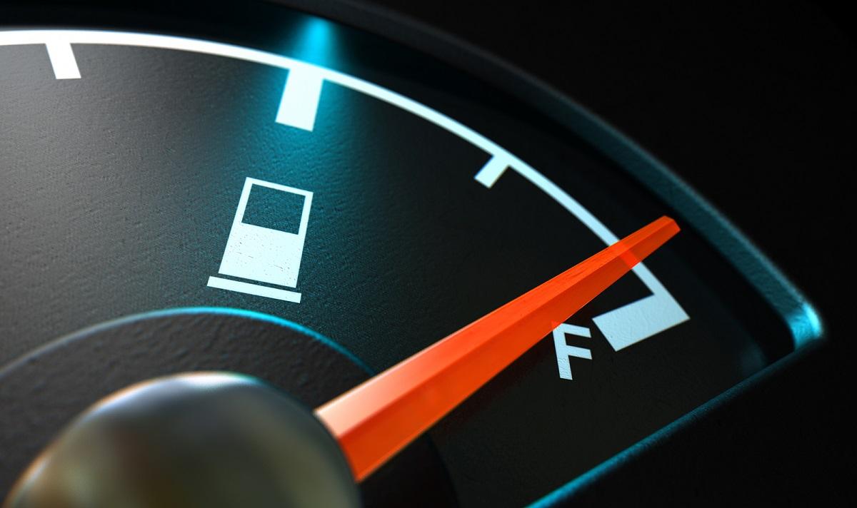 Cuál es el nivel adecuado de combustible que debe tener nuestro tanque de bencina
