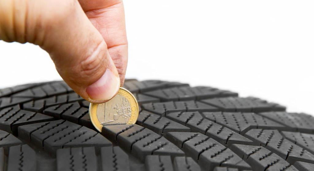 Qué son los surcos de un neumático y cuál es su profundidad mínima requerida por ley