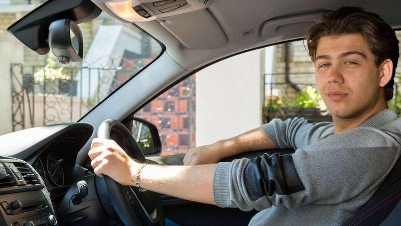 Cómo manejar un auto importado que todavía tiene el volante en el lado derecho