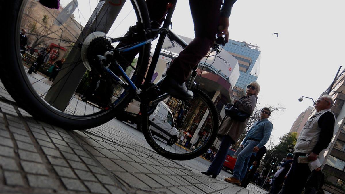 Uso de la ciclovía: bicicletas y ciclos deben adelantar a otros ciclos por la izquierda