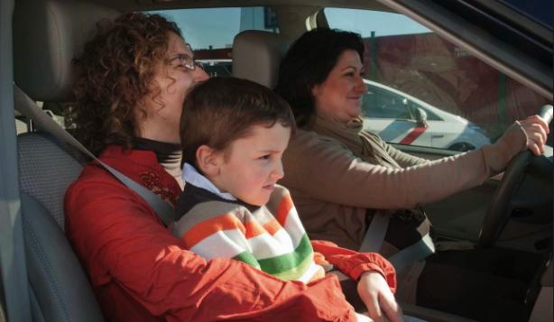Falta gravísima por obligar a los pequeños a viajar sin sistema de retención adecuado
