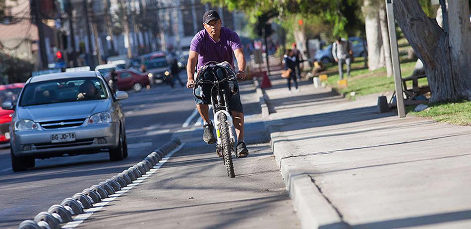 Ventajas de utilizar una ciclovía chilena transitando con bicicleta, ciclo, scooter o skate