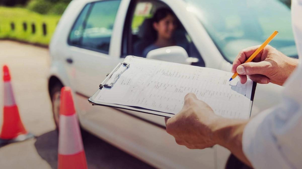 Cómo superar con éxitos los exámenes de manejo para obtener la licencia de conducir