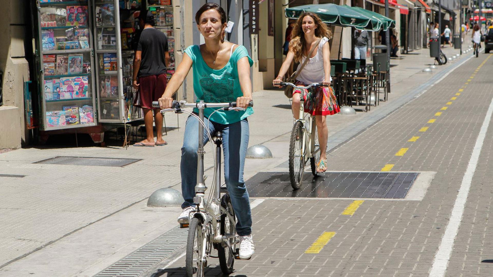 Uso de la vereda y las vías públicas por parte de los ciclistas y sanciones por mal uso
