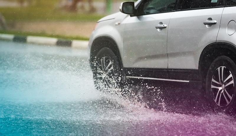 Cómo evitar el acuaplaneo y el deslizamiento de los neumáticos y cómo frenar a tiempo.