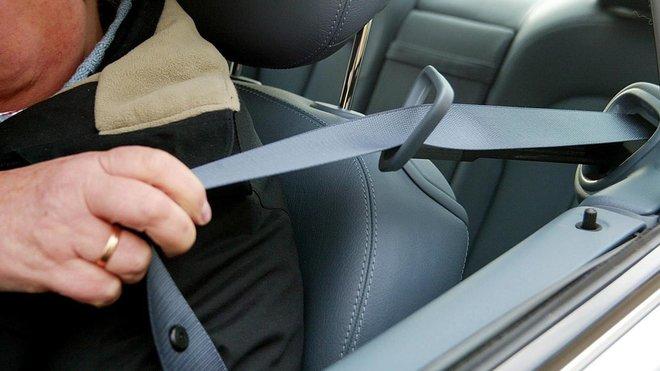 Revisión de los cinturones de seguridad del auto