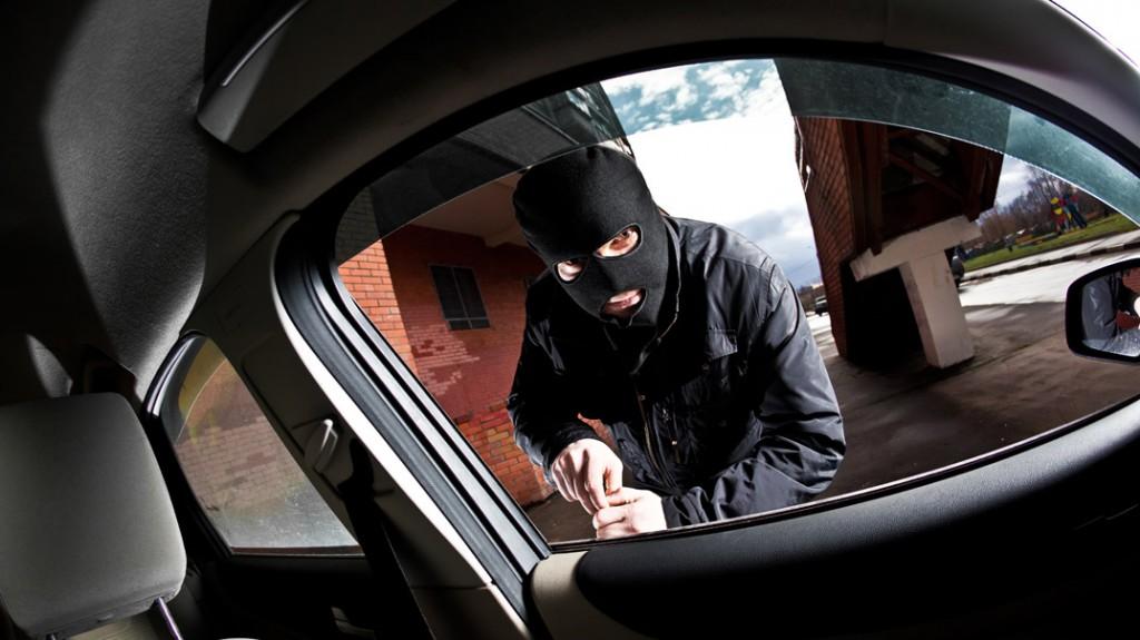 Cómo cubrirá mi aseguradora de seguro vehicular el robo de mi auto y sus objetos