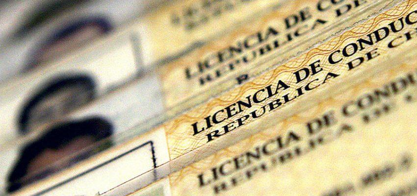 Cómo descubrir una licencia de conducir falsa y posibles sanciones