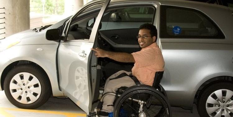 Cómo contratar un seguro para conductores con discapacidad