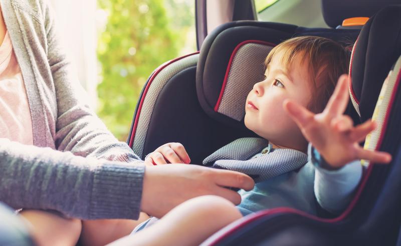 Cómo comprobar el buen funcionamiento del sistema de retención infantil del auto