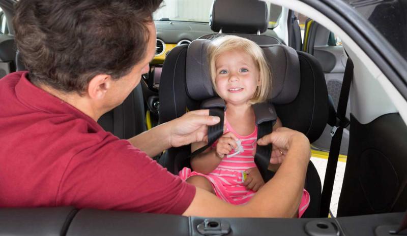 No reutilizar una silla de seguridad infantil siempre comprar una que sea nueva