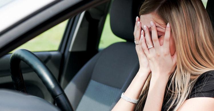 Cómo superar la ansiedad que provoca la Amaxofobia y tratamientos y terapias para mejorar