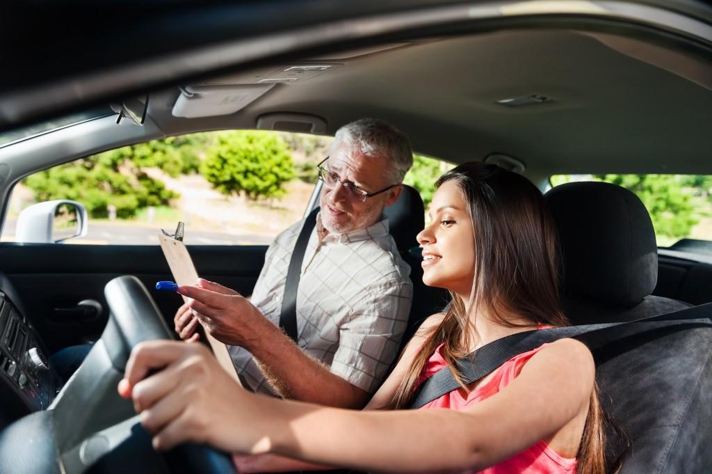 Superar pruebas prácticas de conducción libre y guiada a la primera