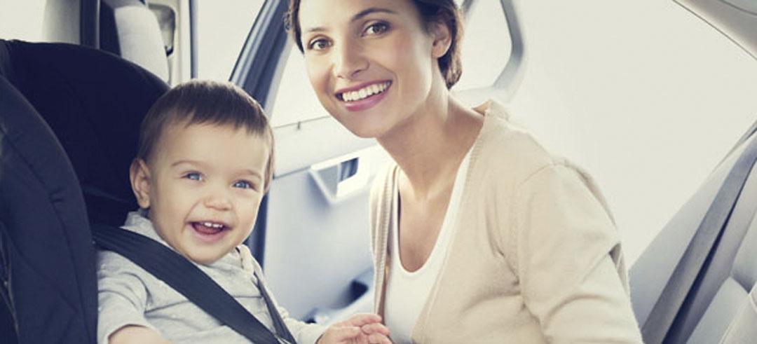 Sistema de arnés y otros tipos de retención infantil para menores en los autos