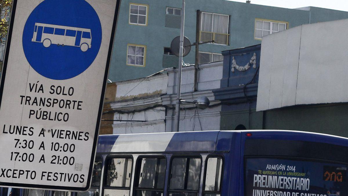 Cómo realizar virajes a vías exclusivas del transporte público si hay cámaras acusete