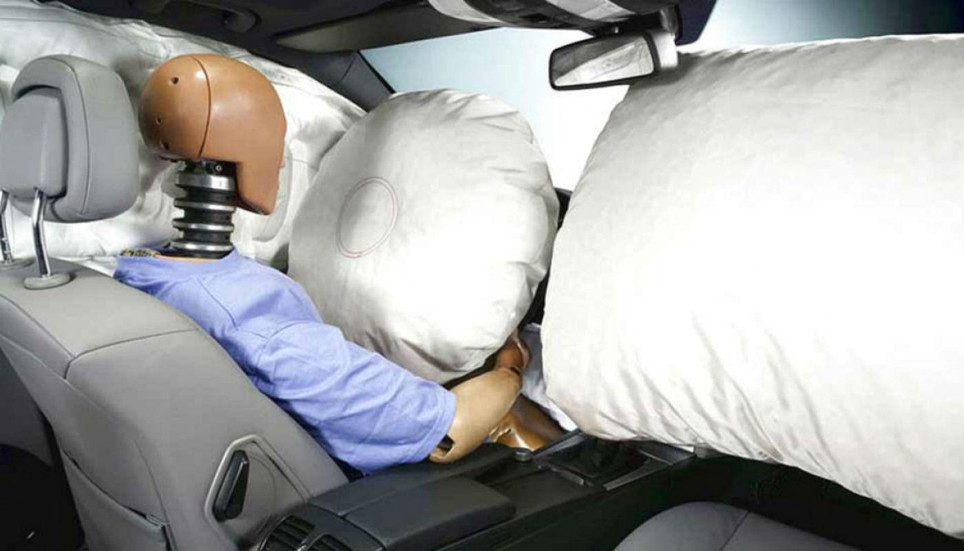 Airbag del auto que evita daños cervicales y golpes contra el volante y los tableros
