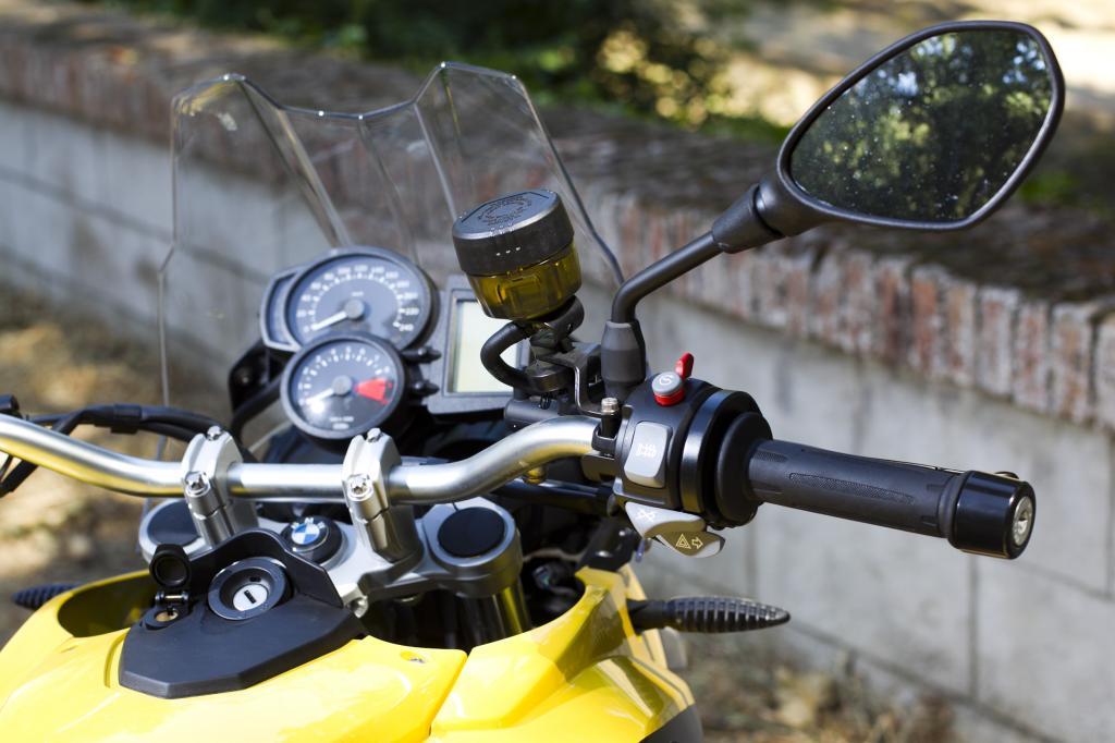 Retrovisor izquierdo y derecho de una motocicleta