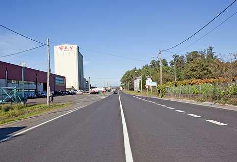 Líneas longitudinales continuas para motociclistas que no pueden ser traspasadas