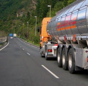 Accidente de tránsito de un vehículo con sustancias peligrosas