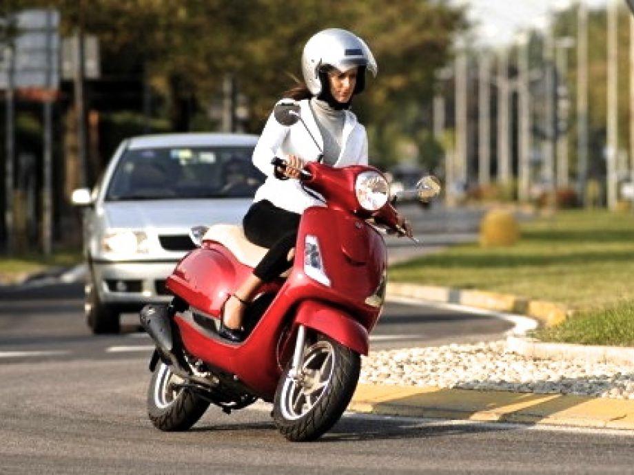Motociclistas como usuarios del tránsito en una vía pública en Chile