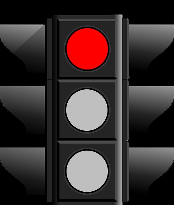 Semáforo con luz rojo que obliga a los motociclistas a detenerse