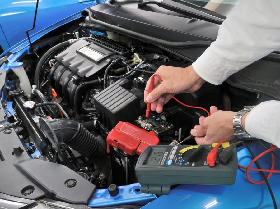 Sistema eléctrico del auto cuya energía generada por el alternador se almacena en batería